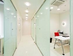 Установка стеклянных межкомнатных перегородок